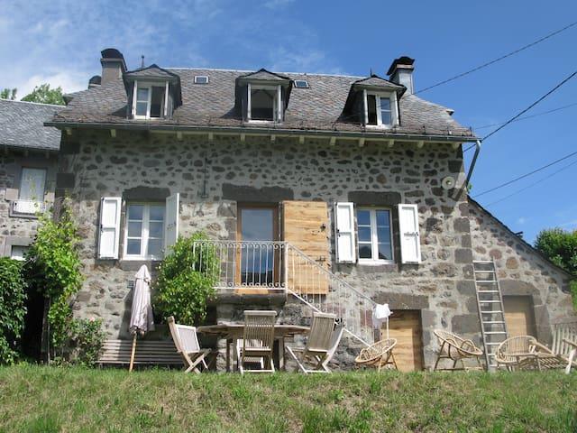Maison de charme PUY MARY - Mandailles-Saint-Julien - Hus