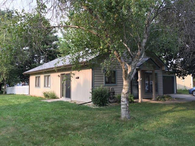 Cozy 3 bedroom Iowa City family-friendly home