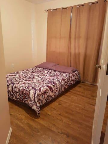 Bright clean simple room - Cranbrook - Ev
