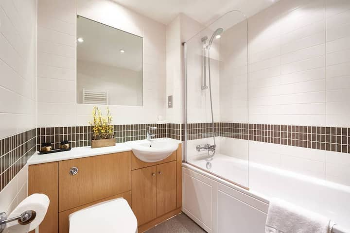 Lovely 1-Bed Serviced Apartment - Vizion