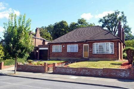Modern Bungalow with large garden - Watford