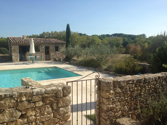 Beautiful French home with pool and stunning views - Arpaillargues-et-Aureillac - Dom