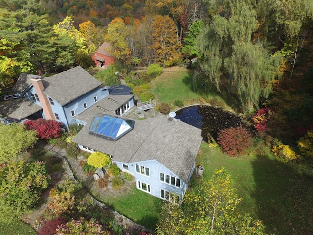 Spacious Rustic Farmhouse on 82 acres - Tillson - Haus