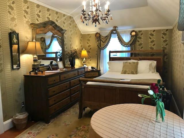 Bar Harbor Room - Gramercy Mansion