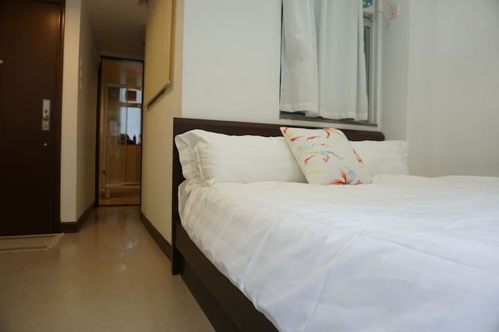 Central Flat in Trendy Tai Hang