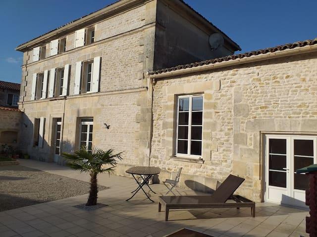 Charentaise à 15 min d'Angoulême- 30 min de Cognac