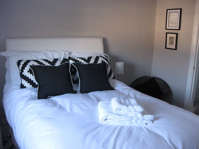 Hayward's Place - Luxury Double En-Suite Room #1