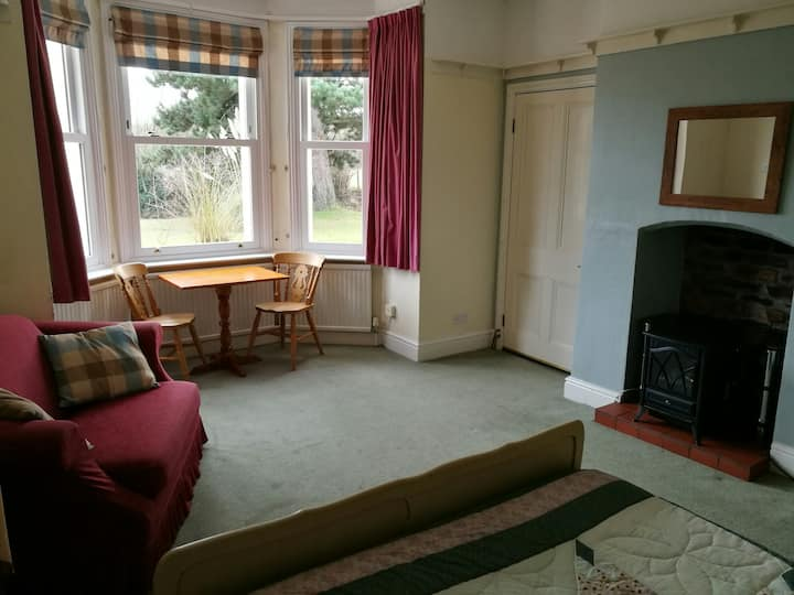 Ground floor flat, edge of Worcester, near Malvern