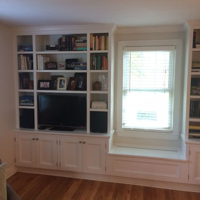 Built in bookcases and tv