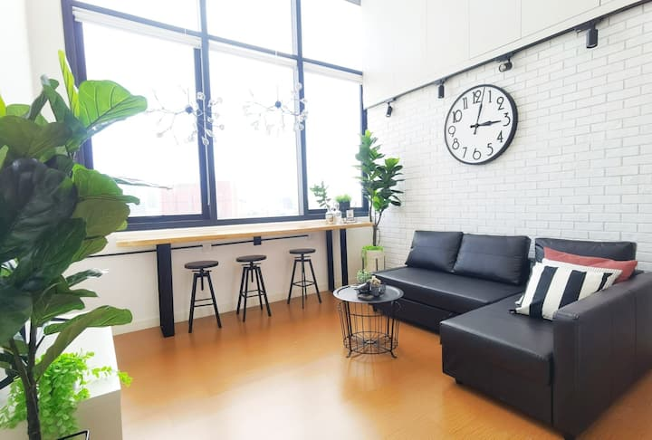 ★The Hub Suite A w/ Queen Bed + City View★
