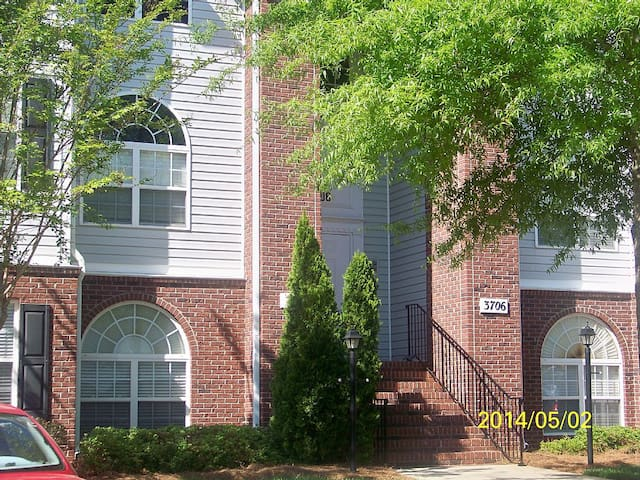 Clean, Convenient, 2/2 Condo,3706 -  walk to Park