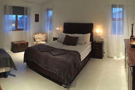 Very cozy family room A2 - Keflavík - Ház