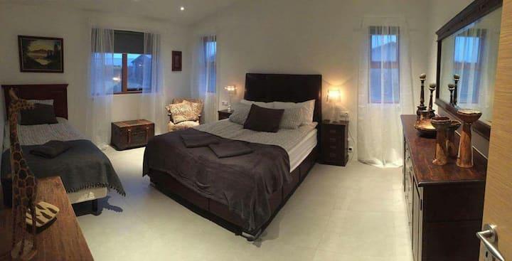 Very cozy family room A2