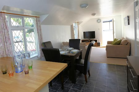 Country home, 10 minute walk to the beach - Perranporth - Apartemen