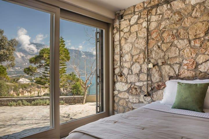 """Ploes Luxury Cottages """"Meliti"""" overlooking the sea"""