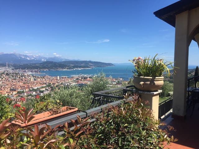 Independent room with sea view - La Spezia - Casa de camp