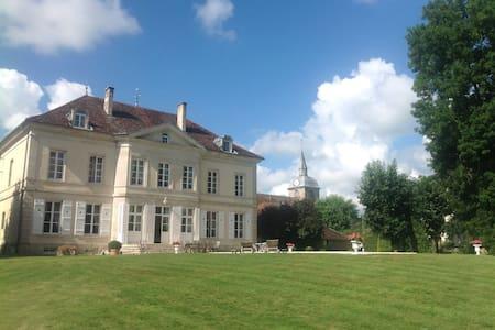 Au château - Villegusien-le-Lac