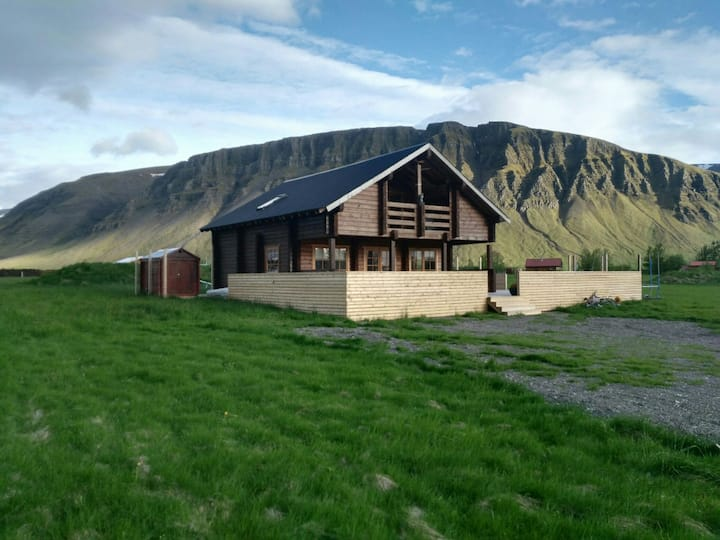Cottage Villa (only 35minute drive from Reykjavik)