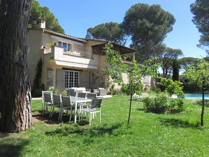Dans villa appartement de 3 pièces Rez de jardin