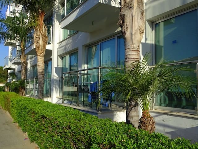 Luxury 1 Bedroom Ground Floor Apartment with Communal Pool - B004