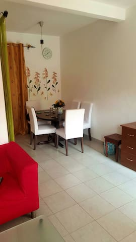 Appartement  F2 chic meublé Rond point Express - Yaoundé - Apartment