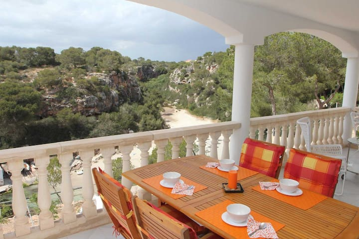 Sea view- apartment, 50 m from the beach access