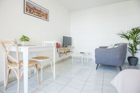 Bright and cosy 1 bedroom flat with a pool