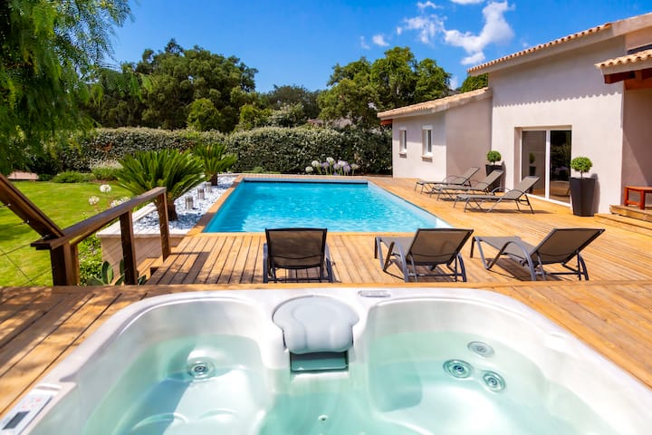Contemporary villa 8 people, heated pool and Spa