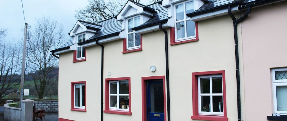 Cloonbeg Cottages - 4 bed. (URL HIDDEN) - Ballyduff - กระท่อม