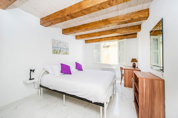 Sliema, Lovely and spacious Private Bedroom