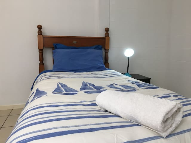 Room 3 -  Durack St, close to JCU & hospital