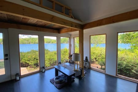 LAURENTIAN LAKE HOUSE -OFF THE GRID