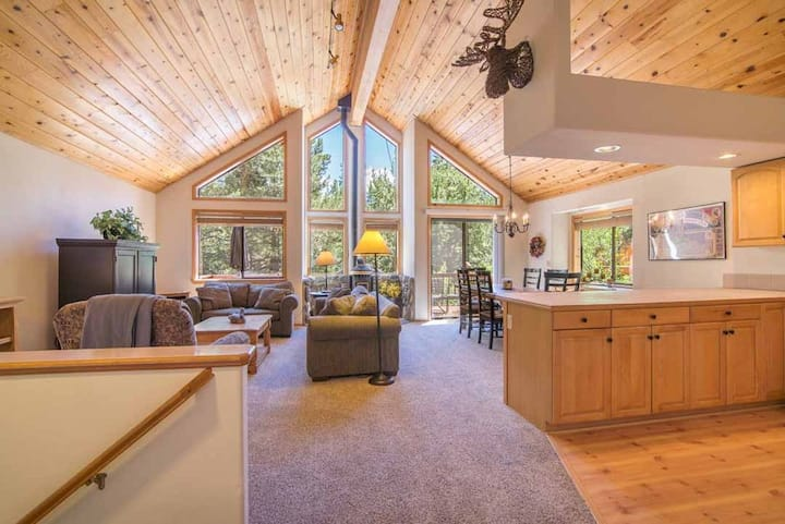Private, Serene Tahoe Donner Home with Hot Tub