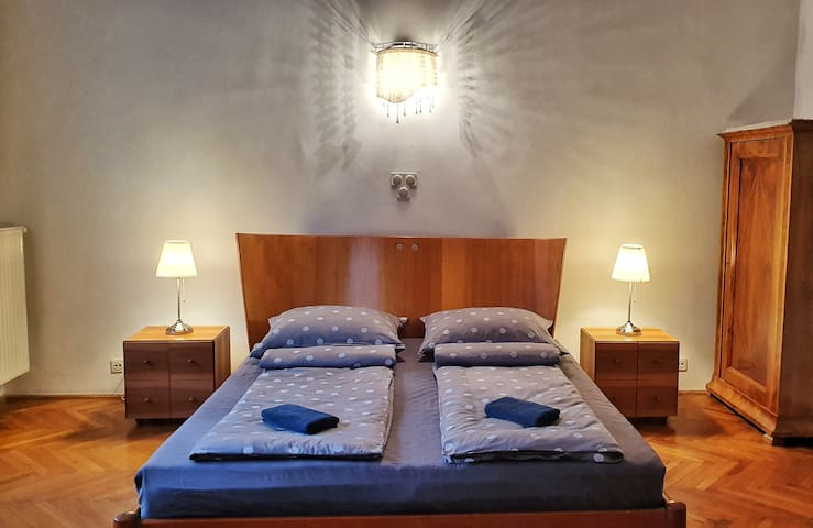 Buda Terraces(2 Double beds for 4P, 2 bathrooms)
