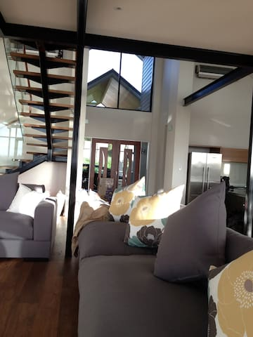 Entrance/ living area