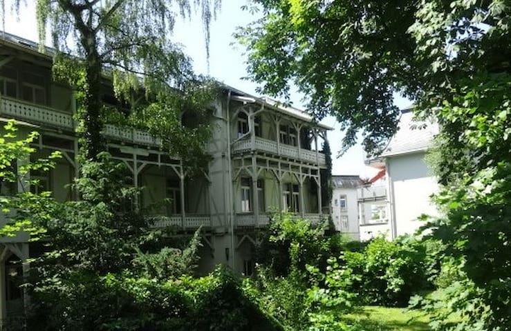 Wohnen Sie wild romantisch und ruhig - 84 qm - Bad Nauheim - Apartament