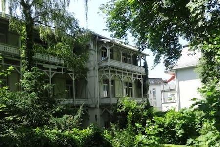 Wohnen Sie wild romantisch und ruhig - 84 qm - Bad Nauheim - Byt