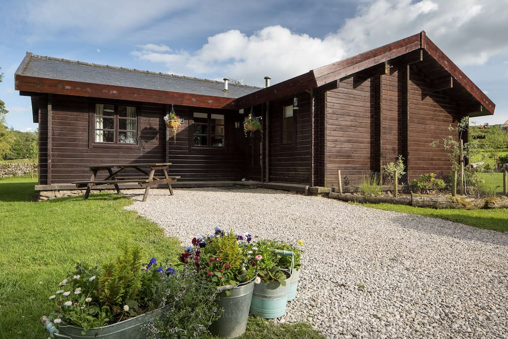 exclusive luxury hot tub log cabin  lapwing lodge