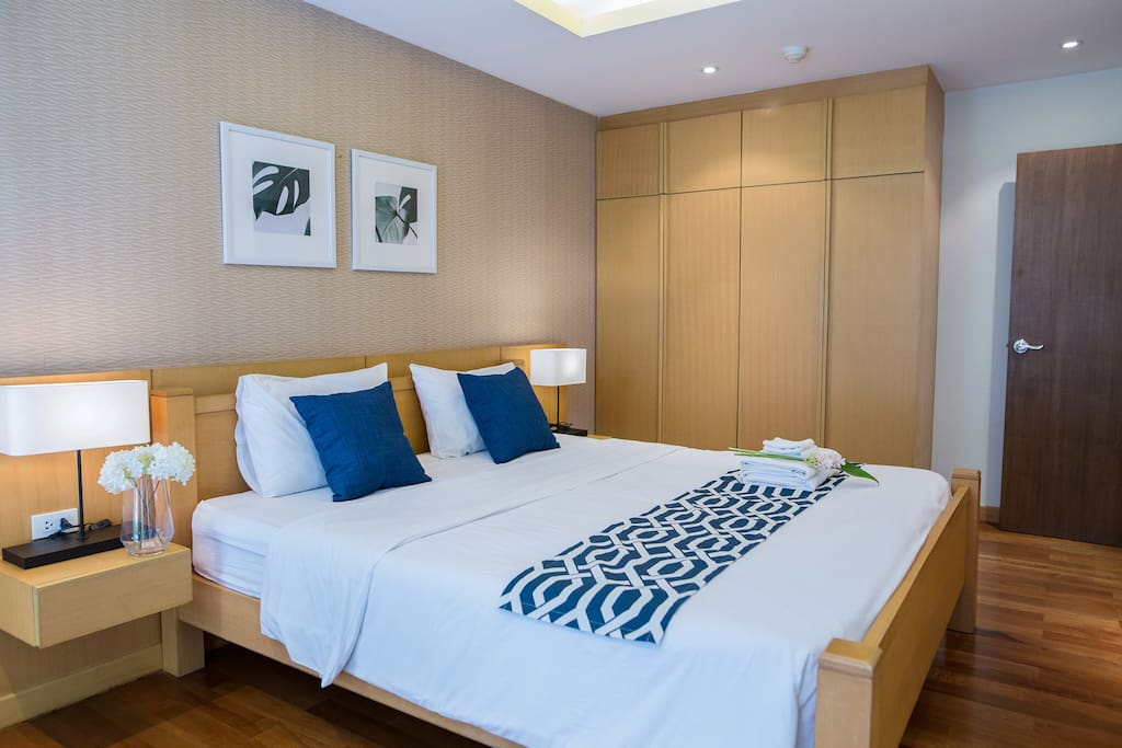 Master Bedroom with modern dimming light suit for your sleep, make your everyday life likes vacation.