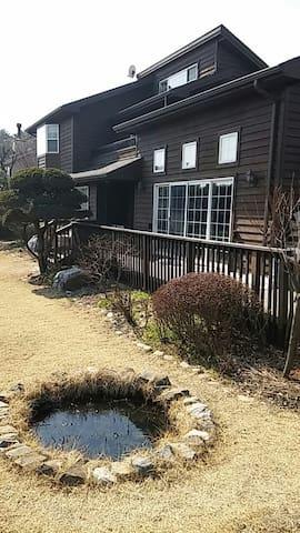 서울과 가깝고 정원이 있는 목조주택 - 고양시 - Dom