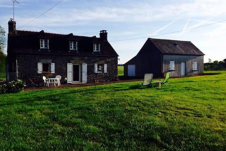 Maison de campagne à 10 min de Quimper - Ergué-Gabéric - Hus