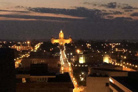 Heart of Downtown. Live, work, play - Des Moines - Apartment