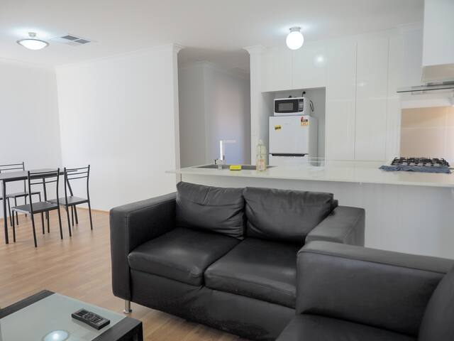 Perth perfectly located brand new cozy stay