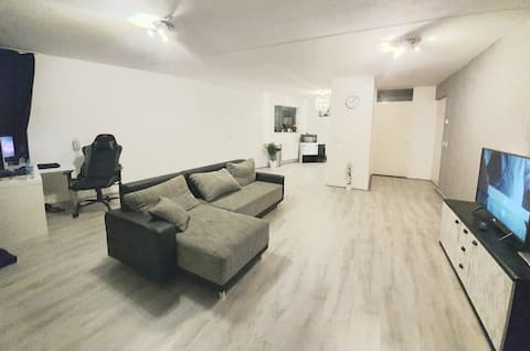 Nice & spacious, cozy room in a nice apartment ;)