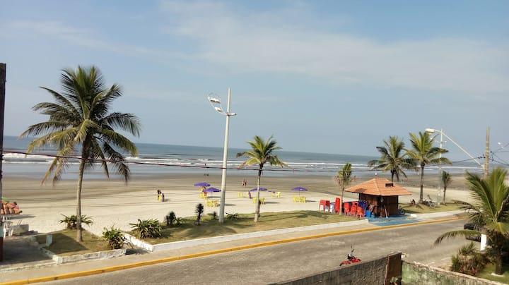 Praia (pé na areia) em Mongaguá para casal