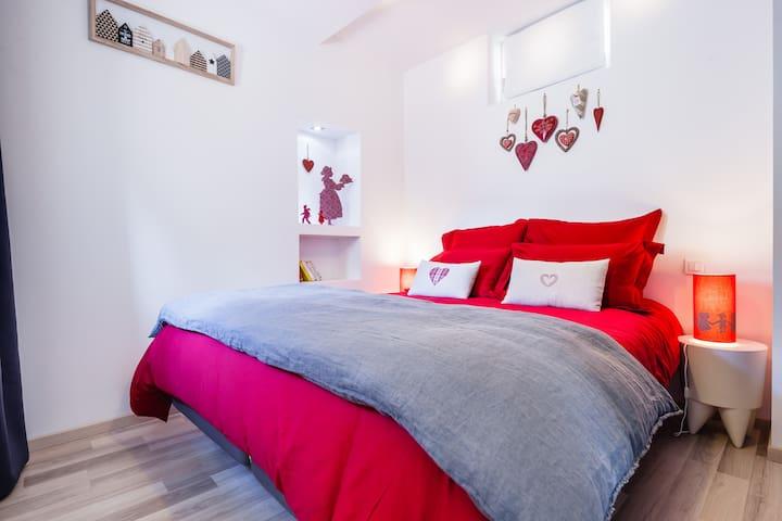 la chambre avec le lit 1m60 / 2m00