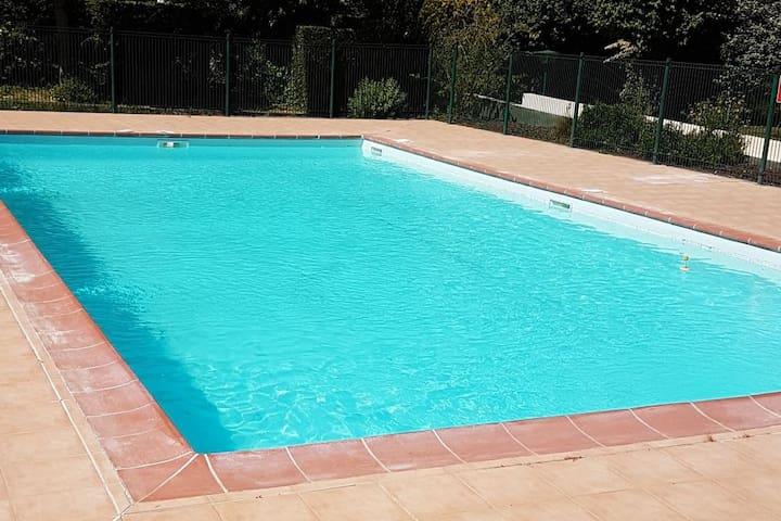 Beau 3 pièces terrasse rez de jardin / piscine/mer