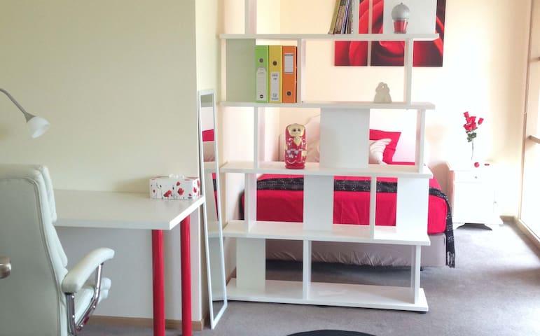 double bedroom near deakin university special week - Burwood - House