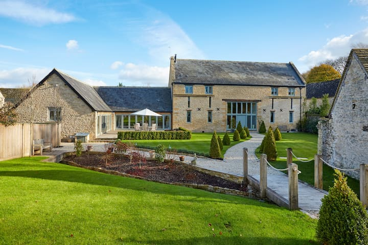Luxury Grade II listed Cotswold barn conversion