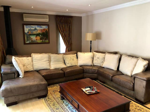 Luxury 4 Bed Executive Air-conditioned home. WiFi